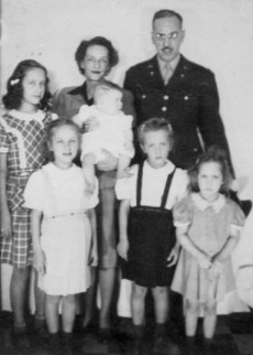 Ted, Maggie, girls 1943