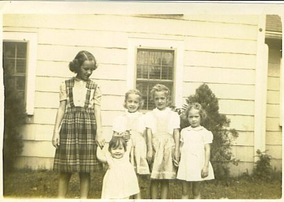 Ann, Barb, Sue, Grace, Rica 1944