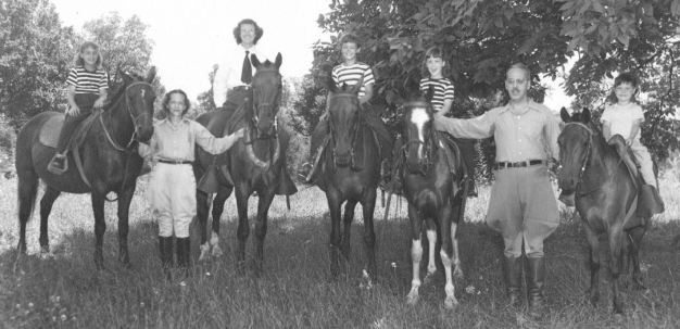 Sue, Maggie, Ann, Grace, Rica, Ted, Barb 1947