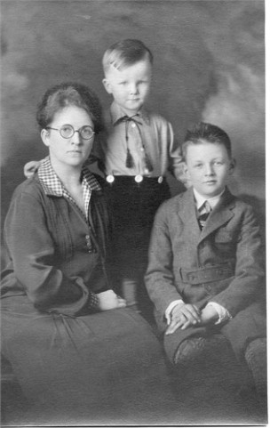 Edith Patten Jessup with sons Jim and Bob