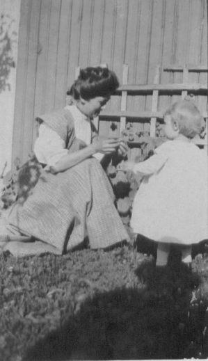 Julia Gordon Patten (1882-1921) and child