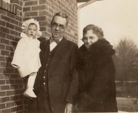 G. W. Applegate and Bobbie (Grace Daniel Applegate) holding their first grandchild, Janice (1926-1979).