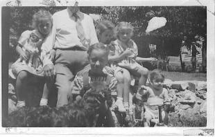 Grace, Geo Applegate II (Papa), Ann, Rica, Sue, Barb, Nicky 1944
