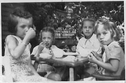 Cousin Susanne Evans, Grace, Sue, Rica