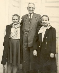 Grace, Papa, Sue in Corydon